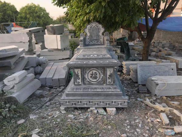 mộ đá tam cấp